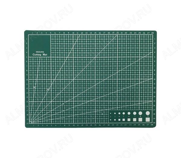 Коврик защитный для резки А4 размеры: 300х220мм; двусторонний, непрорезаемый; самовосстанавливающийся; с нанесённой измерительной шкалой.
